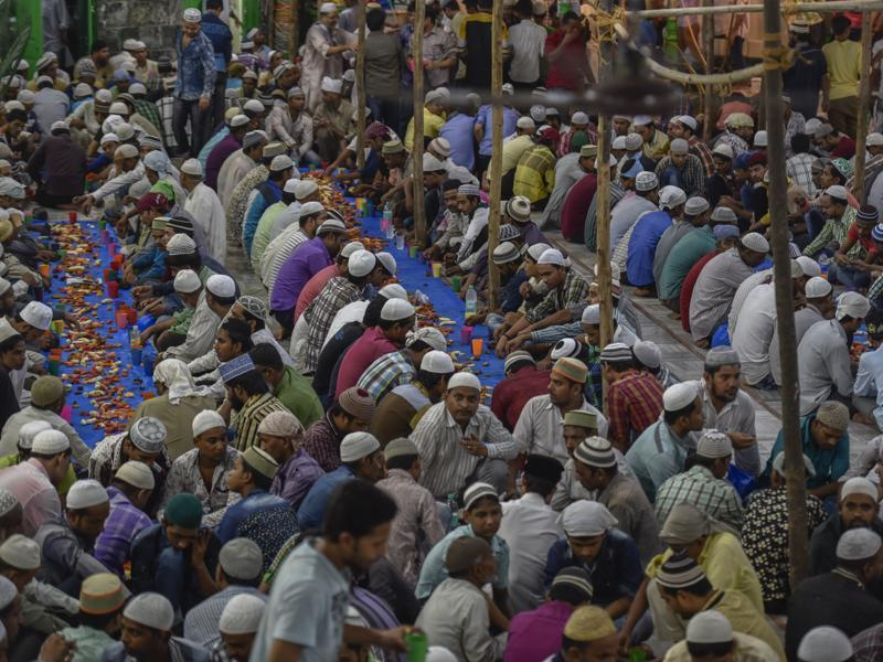 People sit together to break their fast at Hamidiya Masjid in Pydhonie, Mumbai, during the holy month of Ramazan.  (Kunal Patil/HT)