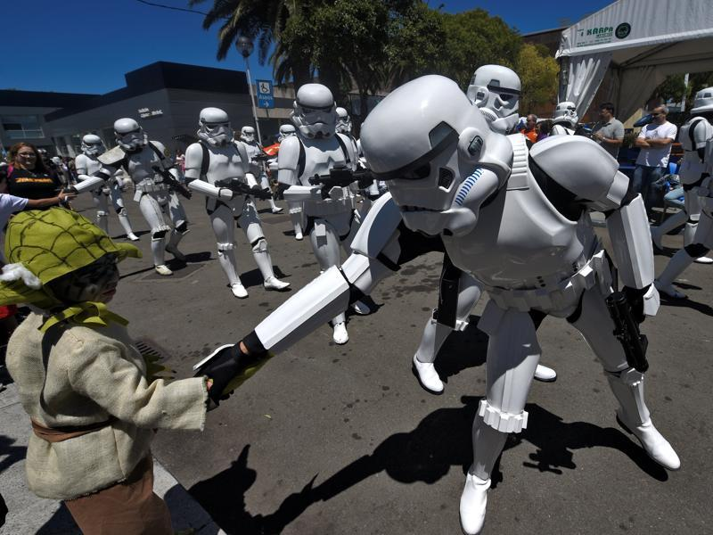 Persons wearing Star Wars costumes shakes hand with a little fan during the parade. (REUTERS)