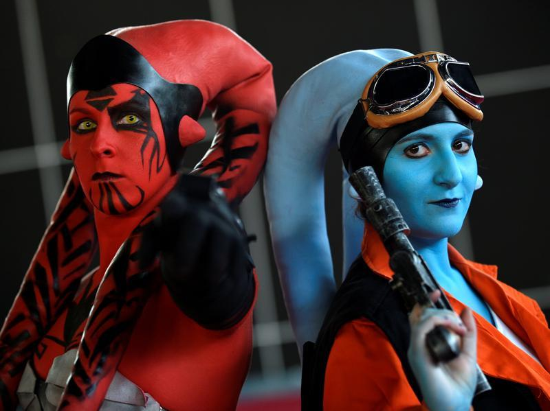 Two cosplayers pose for a picture before the start of a parade during the Metropoli (Media Culture and Entertainment Festival) in Gijon, northern Spain July 3, 2016. (REUTERS)