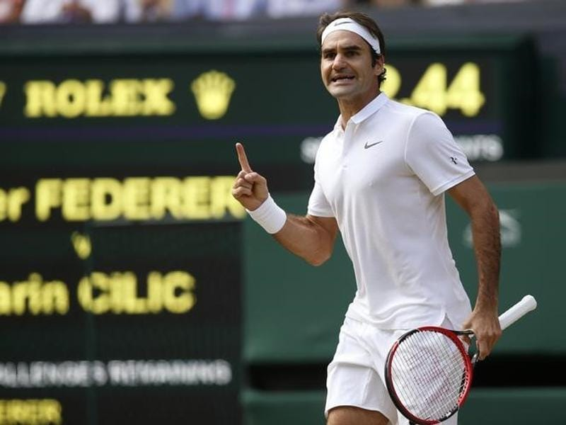 Federer celebrates winning the fourth set. (Reuters)