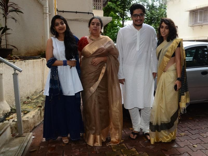 Aamir's ex-wife Reena, son Junaid and daughter Ira pose for the shutterbugs. (Viral Bhayani)