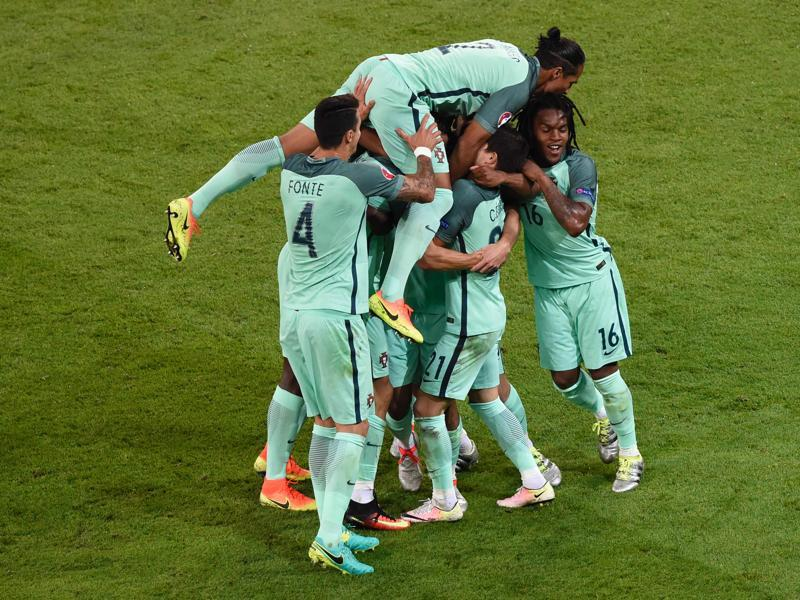 Portugal's players celebrate after forward Nani scored a goal during the Euro 2016 semifinal football match between Portugal and Wales at the Parc Olympique Lyonnais stadium in Décines-Charpieu, near Lyon. (AFP Photo)