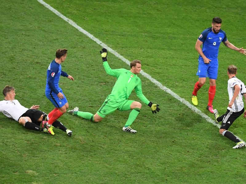 France's forward Antoine Griezmann (second left) scores a goal past Germany's goalkeeper Manuel Neuer (centre) during the Euro 2016 semifinal football match. (AFP Photo)