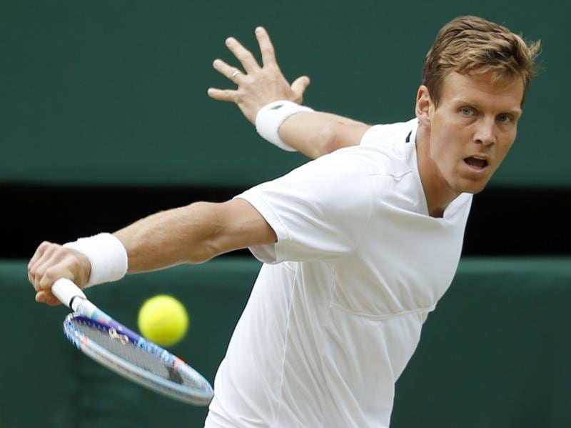 Tomas Berdych returns to Andy Murray. (AP)