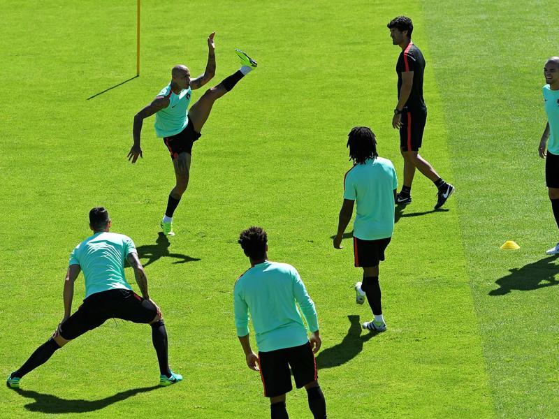 Portugal's forward Ricardo Quaresma (Top L) and teammates take part in a training session. (AFP Photo)