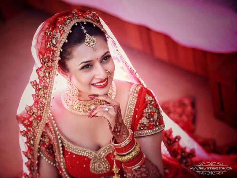 TV actor Divyanka Tripathi, who got married to her Yeh Hai Mohabbatein co-star Vivek Dahiya on Friday night in Bhopal, has finally shared the first pictures of 'Mrs Dahiya'. (Facebook/TheWeddingStory)