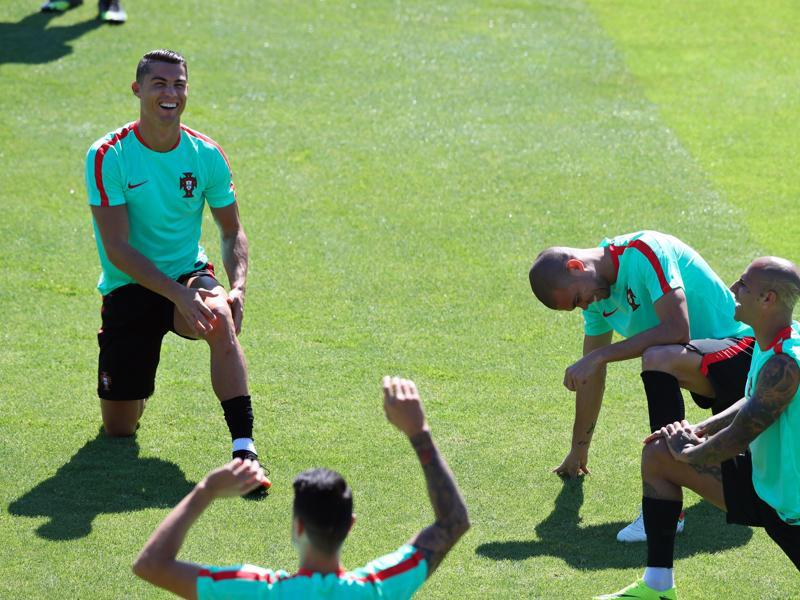 Portugal's Cristiano Ronaldo, left, Ricardo Quaresma, right, and Pepe, second from right, stretch during a training session. (AP PHOTO)