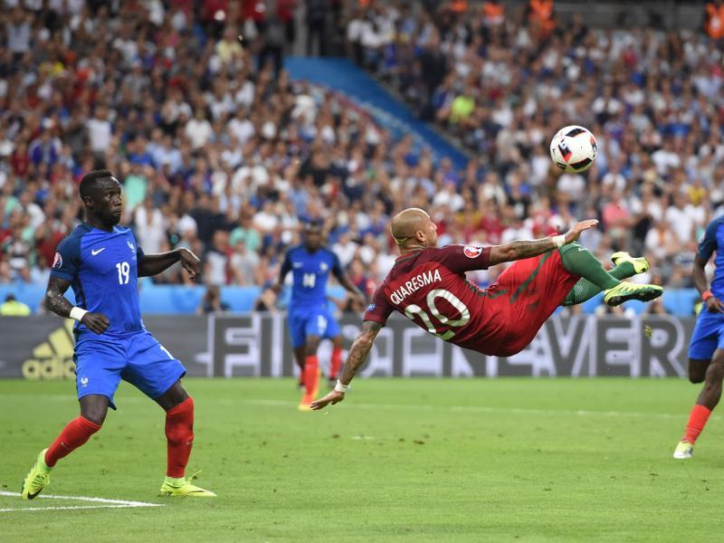 Portugal's forward Ricardo Quaresma (C) kicks the ball past France's defender Bacary Sagna (L) and France's midfielder Paul Pogba during the Euro 2016 final. (AFP Photo)