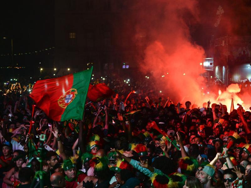 Portugal's national football team supporters celebrate their team's victory at Terreiro do Paco square in Lisbon. (AFP Photo)
