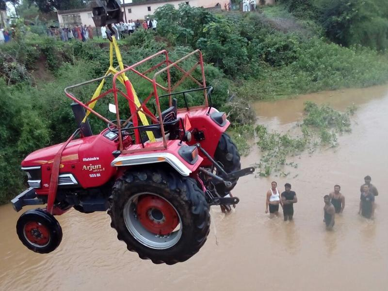 This tractor was trapped  in the water for two days at  Salwadi village in Junnar Taluka. (HT PHOTO)