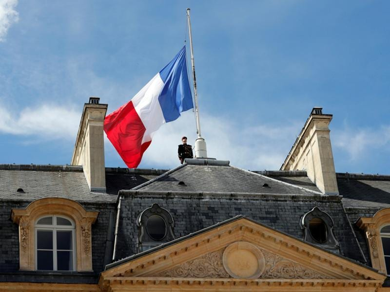 A Republican Guard pays respects after lowering the French national flag at half-mast at the Elysee Palace in Paris, France. (Reuters Photo)