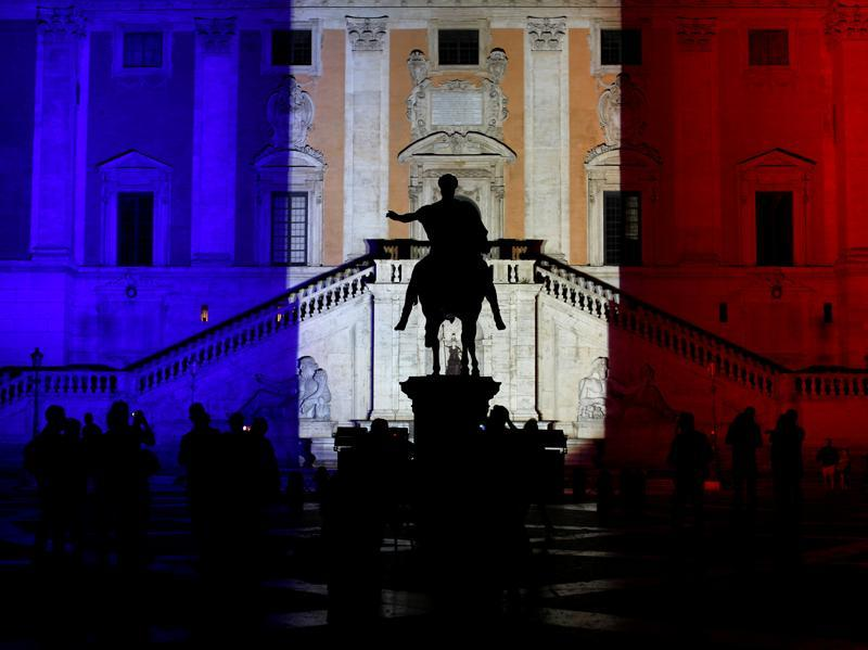 People stand in front of the Rome's city hall,