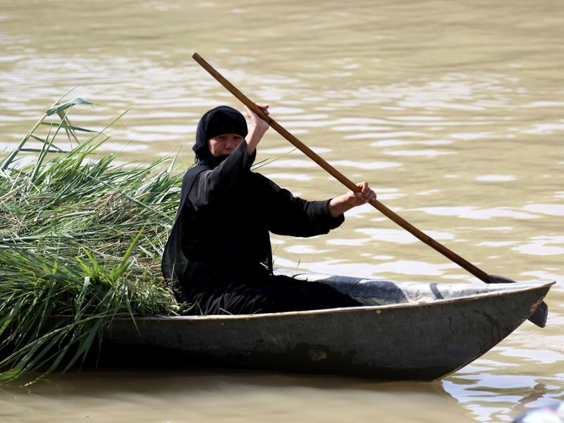 An Iraqi woman rides a boat. (AFP)