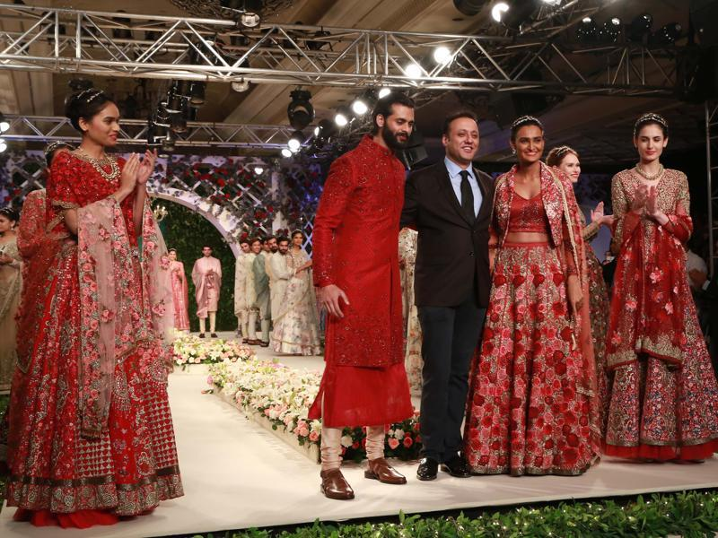 The other, with an equally resplendent collection, was Varun Bahl, who presented some awe-inspiring lehengas, gowns and saris for the contemporary bride. (Amal KS/HT Photo)