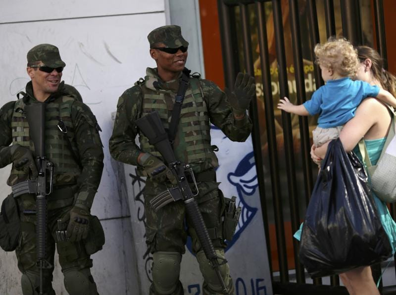 Brazilian soldiers greet a child on the first day of a massive security operation that they say will last through the end of the Rio 2016 Olympic Games. (REUTERS Photo)