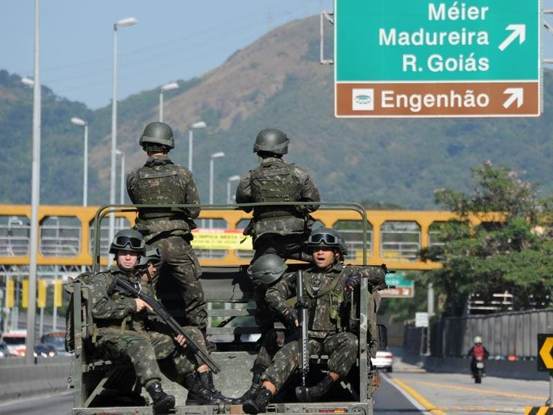 Security forces patrrol the streets of Rio de Janeiro, Brazil, on July 24, 2016 enhancing security ahead of the Rio 2016 Olympic Games. (AFP Photo)