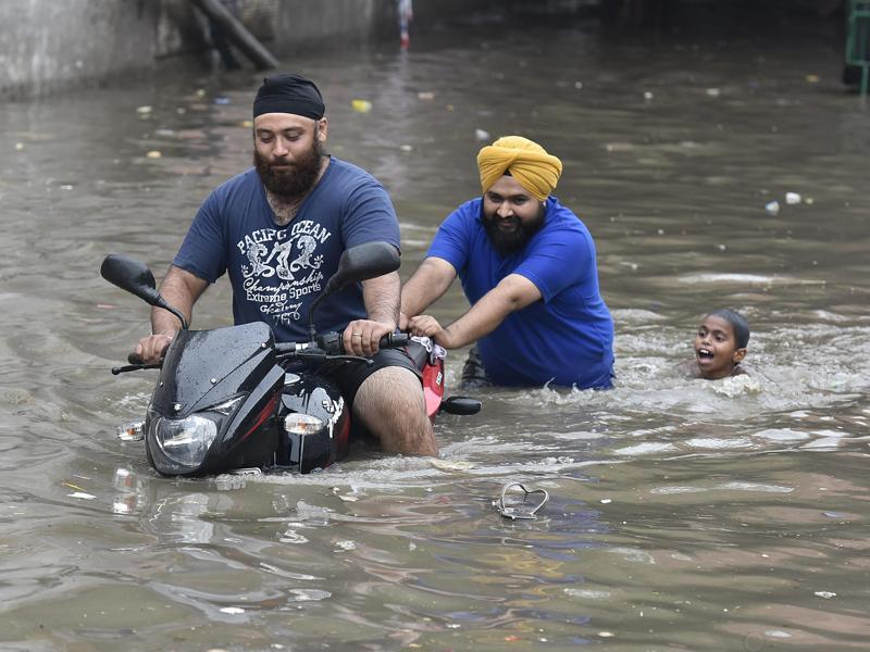 Waterlogged roads at Ganesh Nagar. Heavy rains caused water-logging in many areas of the national capital, leaving residents and commuters stranded. (Raj K Raj/HT Photo)