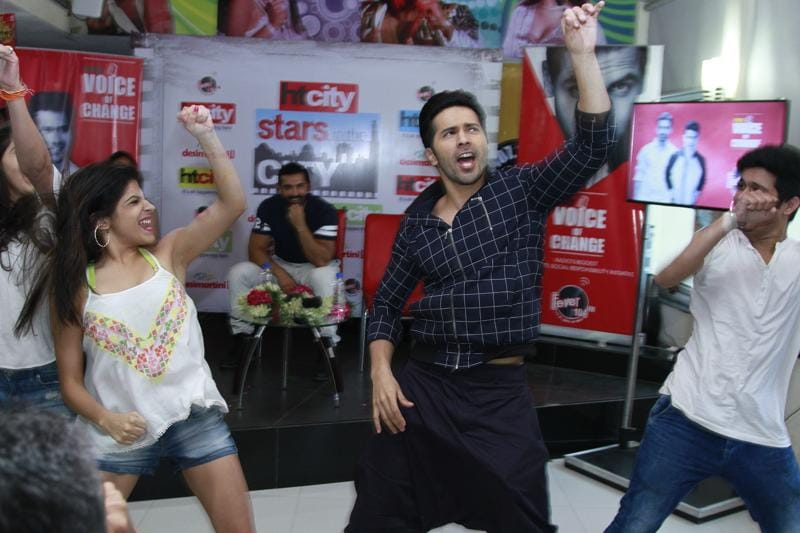 Varun Dhawan dances with a group of fans during his promotional visit to HT office for Dishoom. (Photo: Waseem Gashroo/Hindustan Times)