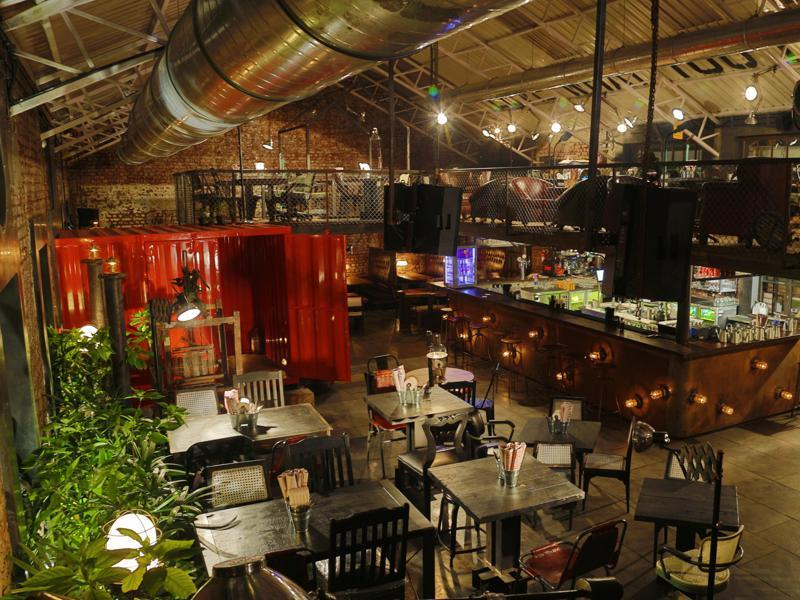 Todi Mill Social (Lower Parel) has an industrial warehouse look with exposed brickwork and pipes