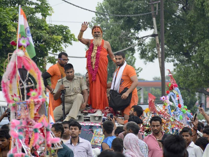 54-year-old Sudhir Makkar -- popularly known as Golden Baba -- wears nearly 12.5 kg of gold during the Kanwar yatra. He owns an Audi, a Fortuner, BMW cars and loves wearing his favourite Rolex watch that cost him around Rs 27 lakh. (Sakib Ali /ht photo)