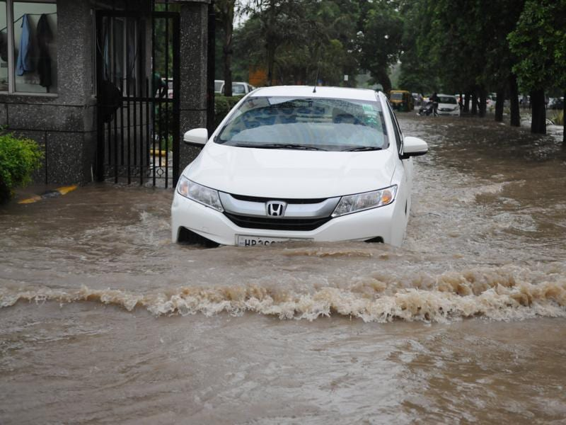 Heavy rains throughout the day caused more water to accumulate on the roads than what could drain out of the city, resultant in water logging at Gurgaon Technology Park Ltd, Info City, Sector-34  on Thursday evening.  (Parveen Kumar/HT Photo)