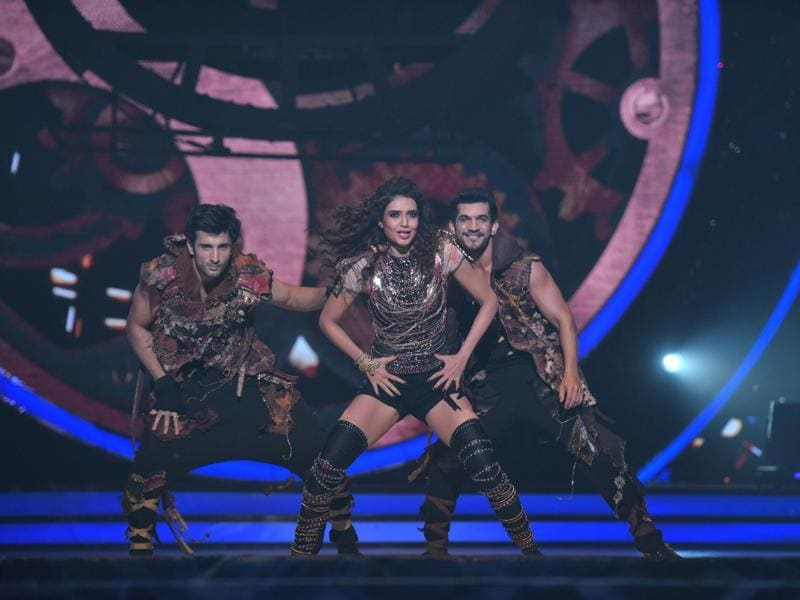 It's Saturday, the day Jhalak Dikhhla Jaa, season 9 goes on air. To give you a glimpse of what you can expect, here are the highlights from the opening episode. (COLORS)
