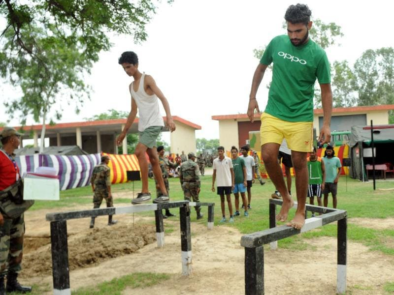 Candidates undergo a test of balance during an army recruitment rally in the Patiala cantonment area on Monday, August 1, 2016. (Bharat Bhushan/HT Photo)