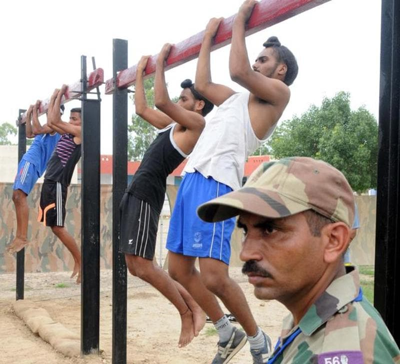 Candidates undergo physical tests at an army recruitment rally in the Patiala cantonment area on Monday, August 1, 2016. (Bharat Bhushan/HT Photo)