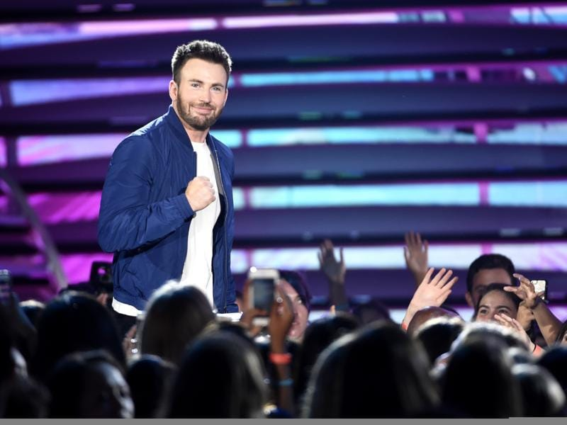 Chris Evans walks on stage to accept the award for choice movie actor: sci-fi/fantasy for Captain America: Civil War at the Teen Choice Awards at the Forum. (Chris Pizzello/Invision/AP)