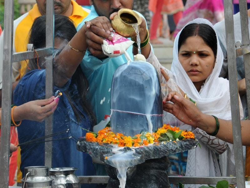 Devotees offer prayer  on Savan Shivratri festival at  a temple in Gurgaon.  (Parveen Kumar/HT Photo)