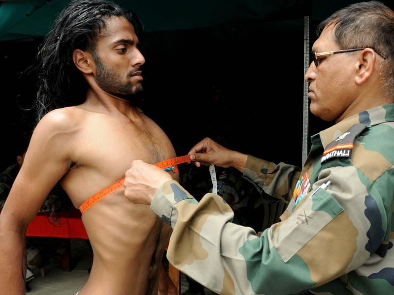 A candidate has his chest measured at an army recruitment rally in the Patiala cantonment area on Monday, August 1, 2016. (Bharat Bhushan/HT Photo)