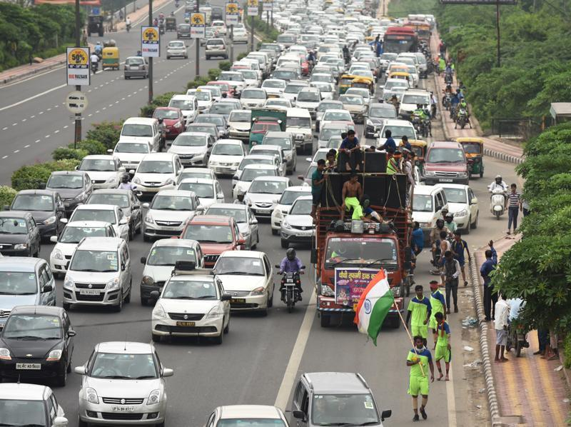 Traffic congestion at NH24 in New Delhi due to Kanwarias movement . (Virendra Singh Gosain/HT PHOTO)