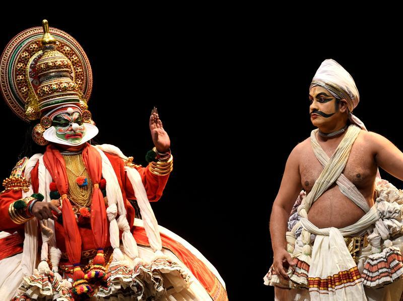Members of the Indian company Margi Kathakali theatre perform during Kijote Kathakali, a Kathakali recital based on the Spanish classic Don Quixote at the Niemeyer Center in Aviles, northern Spain, July 29, 2016. (REUTERS)