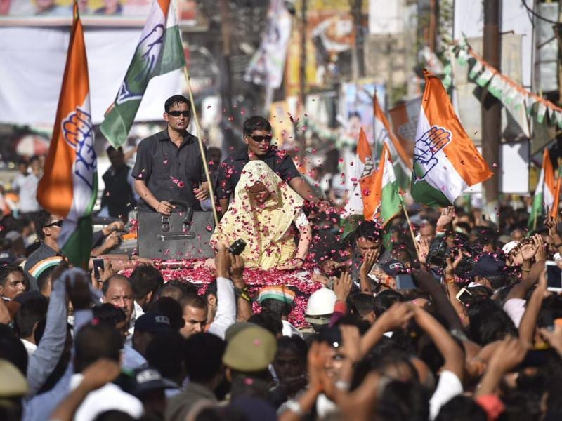 Congress workers shower rose petals on party chief Sonia Gandhi during a road show in Varanasi on Tuesday. (Ravi Choudhary/HT Photo)