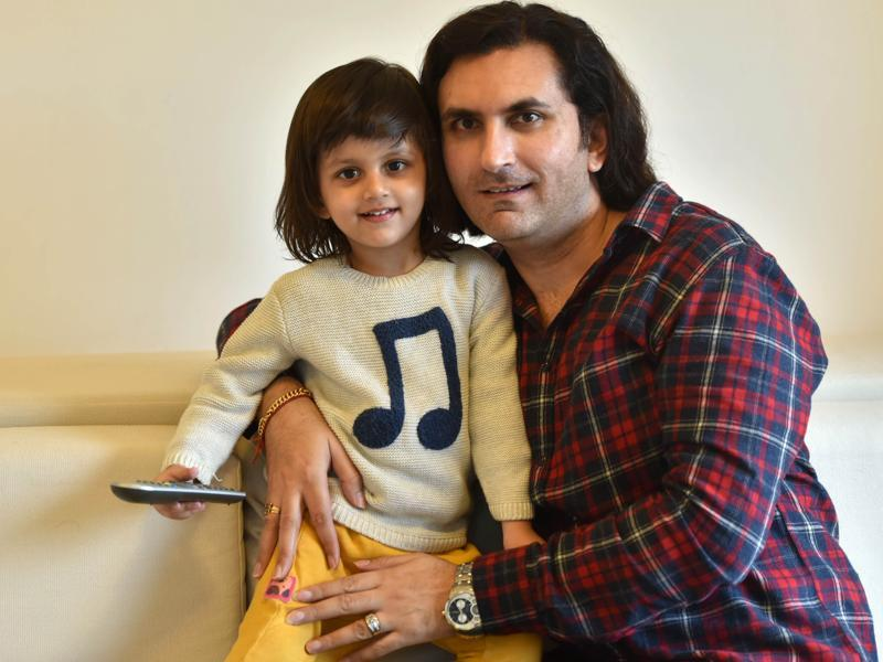 Rahul Sharma with his two-year-old son, Abhinav, at his Pali hill residence (Photo: Vidya Subramanian/HT)