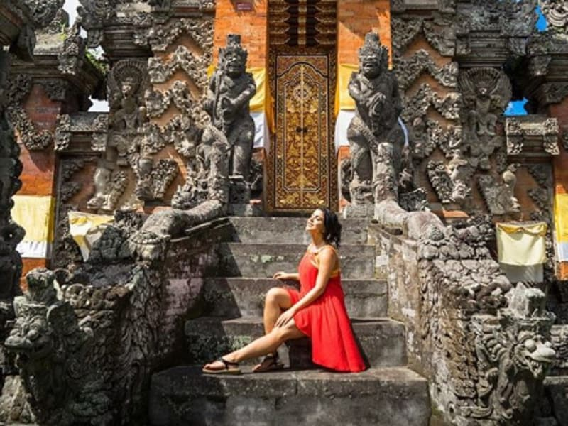 On a gorgeous day, the gorgeous Shenaz spends a moment at a temple in Bali. (Instagram)