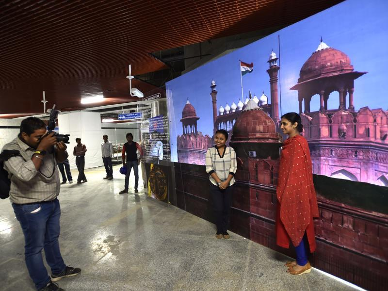 Delhi Metro is doing a trial run of its heritage line that will take thousands of commuters into the heart of the centuries-old walled city and add three new stations to the network. In this photograph, women pose before a picture of the Red Fort at the Delhi Gate Metro station on August 10, 2016. (AJay Aggarwal/HT PHOTO)