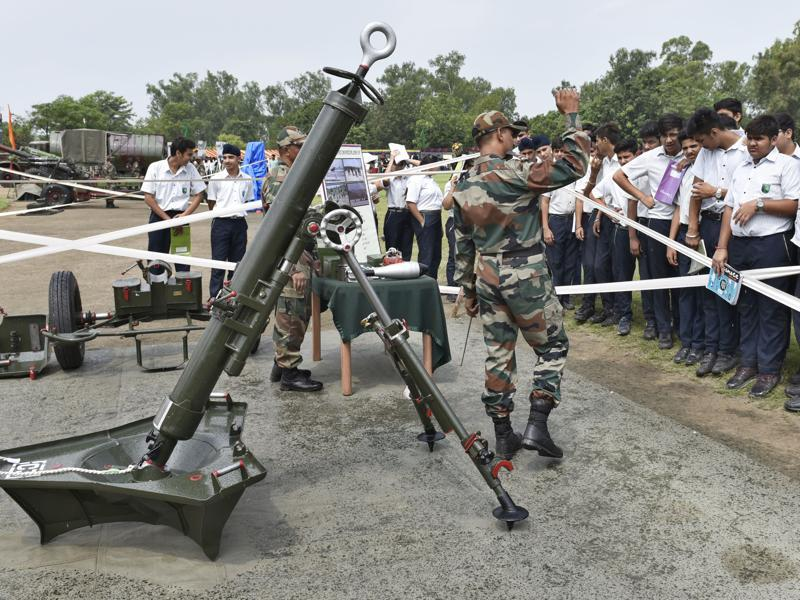 THAT'S HOW IT'S DONE! Students being told about weapons at the exhibition by army in Amritsar on Wednesday. (Gurpreet Singh/HT Photo)