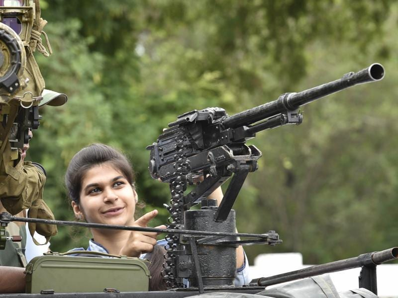OH, SHOOT! A student gets to know about a gun at an army exhibition in Amritsar on Wednesday. (Gurpreet Singh/HT Photo)