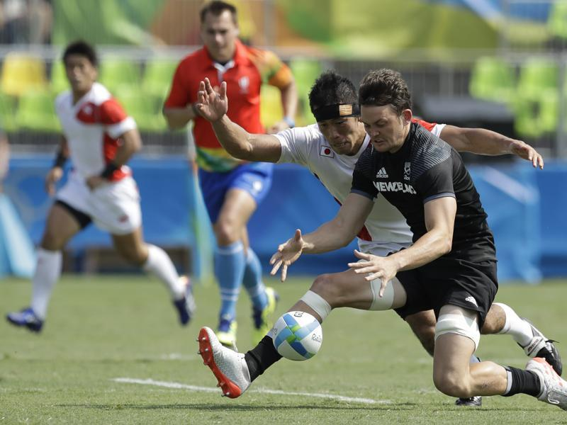 But the biggest upset happend in the rugby field where Japan beat New Zealand in the men's rugby sevens match 14-12. (AP photo)
