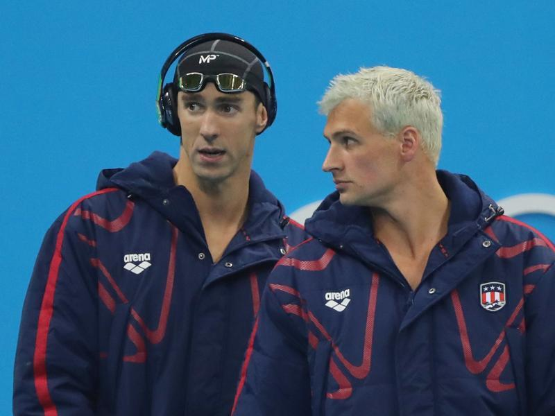 Michael Phelps and teammate Ryan Lochte arrive for the final of the men's 4x200-metre freestyle. (AP photo)