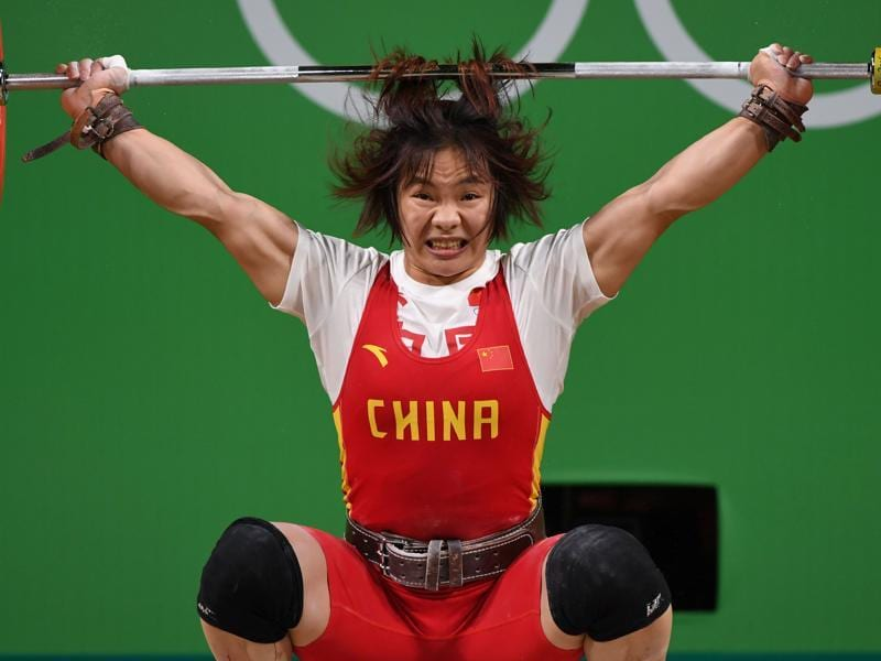 China's Xiang Yanmei competes during the Women's 69kg weightlifting competition. (AFP photo)