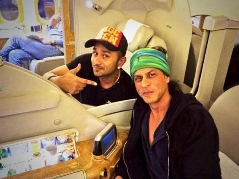 SRK with Honey Singh on a flight to US. (Pinterest)
