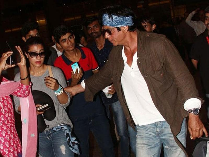 Shah Rukh Khan was the perfect gentleman as he helped Kajol get through a crowd of fans and paparazzi after the two wrapped up their Dilwale shooting in Bulgaria.  (Pinterest)