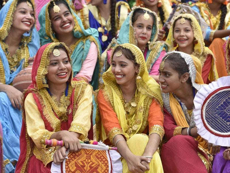 School Girls dressed up in vibrant colours during full dress rehearsal for Independence Day celebration in Amritsar on Saturday. (Gurpreet Singh/HT Photo)
