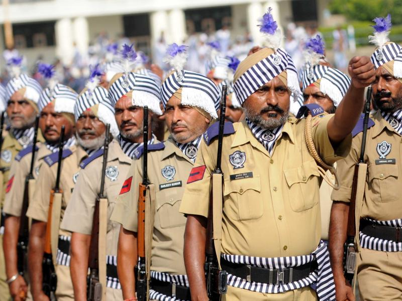 Punjab Police at YPS Stadium in Patiala on Saturday during the rehearsal. (Bharat Bhushan/HT Photo)