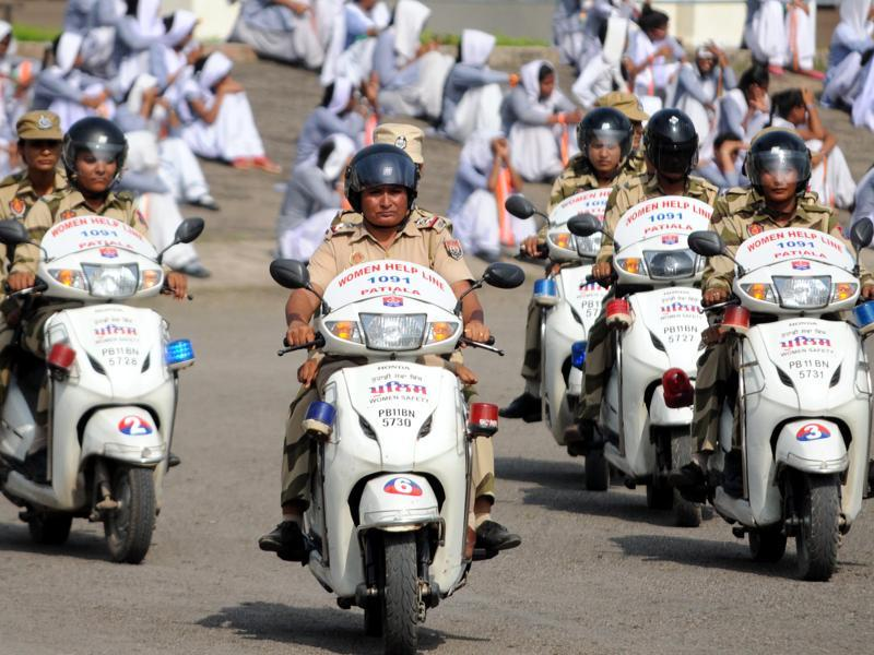 Cops on their vehicles during the full dress rehearsal. (Bharat Bhushan/HT Photo)