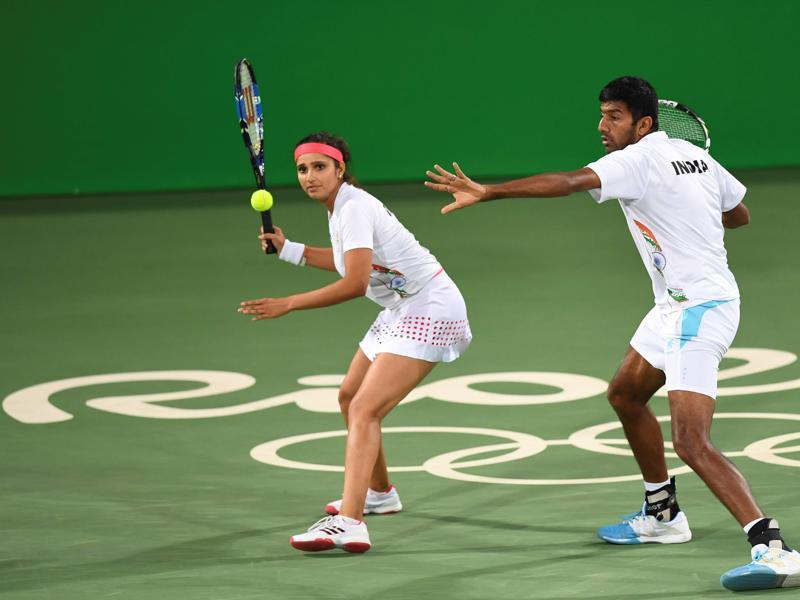 India's Sania Mirza (L) and Rohan Bopanna lost to Venus Williams and Rajeev Ram of the United States 6-2, 2-6, 10-3 in the semifinals of the mixed doubles at the Rio Olympics on Saturday, August 13. Mirza and Bopanna will contest the bronze medal match against Lucie Hradecka and Radek Stepanek of the Czech Republic on Sunday. (AFP)
