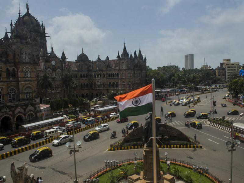A flag flutters on the Brihanmumbai Municipal Corporation  premises in Mumbai on Monday. (satish bate/ Ht photo)