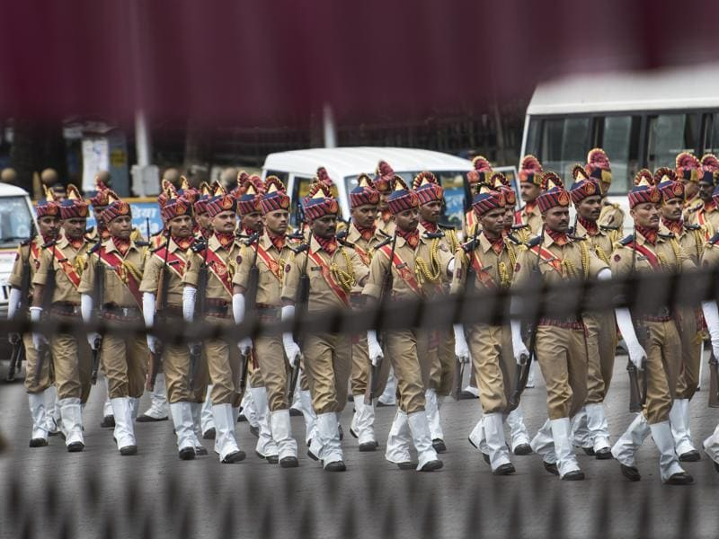 Mumbai police take part in an Independence Day  parade at the Mantralaya in Mumbai on Monday. (satish bate/ ht photo)